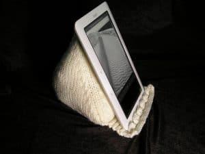 eReader Prop Pillow - free knitting pattern for pillow